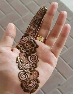 Finding the best simple and easy mehndi designs? I have curated the best top 25 simple mehndi design images. Henna Hand Designs, Dulhan Mehndi Designs, Henna Mehndi, Arte Mehndi, Mehndi Designs Finger, Palm Mehndi Design, Simple Arabic Mehndi Designs, Mehndi Designs For Girls, Tattoos