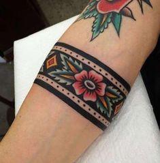 Armband Tattoo: 60 Super Ideen für ein perfektes Armband Tattoo – Beste Tattoo Ideen Tatouage bracelet: 60 bonnes idées pour un tatouage bracelet parfait Pretty Tattoos, Love Tattoos, Beautiful Tattoos, Body Art Tattoos, New Tattoos, Small Tattoos, Tatoos, Color Tattoos, Piercing Tattoo