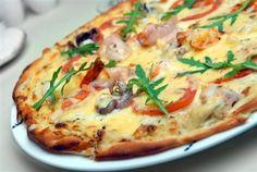 Пицца с рыбой, крабами и соусом из морской капустой