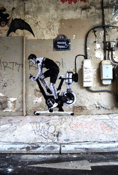 Charles Leval, aka Levalet is a French based artist who created realistic street art figures across in the streets of Paris. 3d Street Art, Best Street Art, Amazing Street Art, Street Art Graffiti, Street Artists, Amazing Art, Arte Banksy, Banksy Art, Bansky