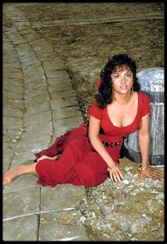 Gina Lollobrigida In The Film 'notre Dame De Paris'. Loren Sofia, Sophia Loren, Gina Lollobrigida, Italian Women, Italian Beauty, Classic Actresses, Beautiful Actresses, Hollywood Glamour, Old Hollywood