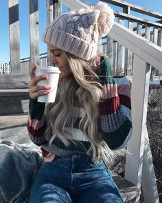 long curly hairstyle | with beanie | with hair extensions | hightlights | blonde
