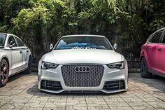 White Audi pic.twitter.com/pbHeC9mkTI