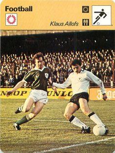 KLAUS ALLOFS Ottenne i primi successi con il Fortuna Düsseldorf. Dal 1981 iniziò a giocare nel 1. FC Köln. Più tardi espatriò nel Olympique Marsiglia. Passò quindi al Bordeaux, prima di terminare la carriera nel Werder Brema nel 1993  dove ha vinto una coppa delle Coppe e con la Nazionale l'Europeo 1980