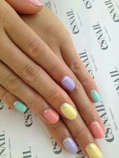 Without the rinstones this looks nice  Nice pestal nail art