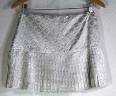 Perfect for summer evening parties or adding a bit of flirty-glam to your outfit, this ELIE TAHARI Pleated Mini Skirt - Sz 4 S Silver Metallic Diamond Texture GORGEOUS !
