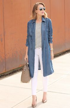 Casual look with long denim coat, white jeans and neutral pumps for Cool Summer women Long Denim Coat, Long Denim Dress, Denim Trench Coat, Trench Coat Outfit, Coat Dress, Denim Duster, Summer Coats, Blazers, Denim Outfit