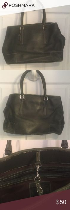 Coach Hunter Green Leather Handbag Beautiful coach leather craftsmanship . Dark green color . Gently worn one or two seasons . Top closed with a metal toggle clip . Gently worn on one side on the bottom . Should clean until nicely with some leather polish . From a pet smoke and flood free home . Coach Bags Totes