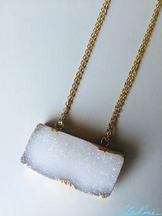 #necklace #handmadenecklace #druzynecklace #druzypendant #rectangledruzy #rectanglependant #doublechain #gold #goldchain #jewelry #handmadejewelry #rosequartz #rosequartzbeads #crystal #crystalbeads