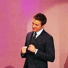 gif- too cute - Jeremy Renner