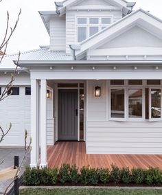 Home Renovation Exterior Designed by this home has warmly welcomed the Hamptons style into the suburb of Essendon, Victoria. House Colors, House Design, New Homes, Exterior Colors, Weatherboard House, House Paint Exterior, House Inspo, Hamptons Style Homes, House Exterior