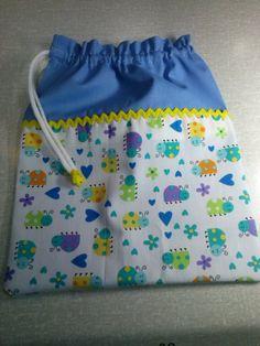 Eco Friendly Bags, Eco Friendly Fashion, Granny Square Bag, String Bag, Simple Bags, Disney Diy, Little Bag, Zipper Bags, Fabric Scraps