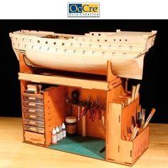 Fantastico mueble portatil de Occre para todo tipo de trabajos de modelimo, y modelismo naval. Departamentos para las herramientas de modelismo y la maqueta naval. Occre 19110