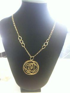 cadena con medallon oro laminado.