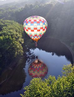 <3...Hot Air balloon in New Hampshire, so pretty and the reflection!