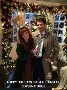 Misha Collins  One of Santa's reindeer wandered away from the pack. Supernatural Christmas, Supernatural Destiel, Castiel, Supernatural Bunker, Supernatural Pictures, Jensen Ackles, Misha Jensen, Jared Padalecki, Misha Collins