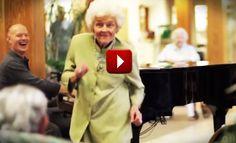 Impromptu Nursing Home Concert, Heartwarming Reaction