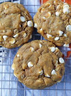 The perfect pumpkin oatmeal cookies … Chewy Pumpkin White Chocolate Chip Cookies. The perfect pumpkin oatmeal cookies with white chocolate chips. Soft and chewy pumpkin cookie recipe. Pumpkin Oatmeal Cookies, Pumpkin Cookie Recipe, Chip Cookie Recipe, Oatmeal Cookie Recipes, Pumpkin Recipes, Spiced Pumpkin, Pumpkin Foods, Cookie Desserts, Easy Desserts