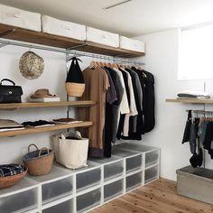 10 Beautiful Open Closet Concepts For Sophisticated Residence Open Wardrobe, Wardrobe Storage, Closet Storage, Storage Room, Casa Muji, Muji Home, Living Room Decor, Bedroom Decor, Bathroom Niche