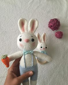 Amigurumi İle Tavşan Minty - Emekce.com Amigurumi Snowman, Rabbit, Christmas Ornaments, Holiday Decor, Crochet Bunny Pattern, Elephant Drawings, Free Pattern, Blue Prints, Manualidades