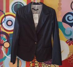 Blazer 100% algodão, forrado, preto, com detalhe imitando o bolso, fechado somente por um botão de metal personalizado da marca Zara Woman, tam S (USA), correspondente ao 38/40 (Brasil).