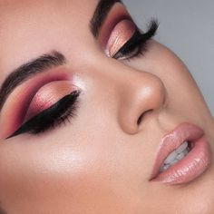Berry eyes that mesmerize 🌺 We are always down for a vibrant purple berry eyelook, who feels the same? 🙋🏽 Poison Garden Palette look by the… Makeup Inspo, Makeup Inspiration, Beauty Makeup, Poison Garden, Nabla Cosmetics, Good Day Sunshine, Grateful, Berries, Palette