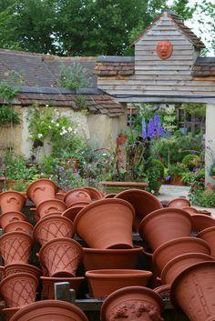 WICHFORD POTTERY GARDENS | Flickr - Photo Sharing! Garden Urns, Veg Garden, Garden Tools, Garden Crafts, Container Plants, Container Gardening, Burford Garden Company, White Flower Farm, Vintage Gardening