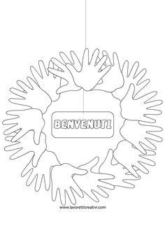 Ghirlanda realizzata con le sagome delle mani dove inserire i nomi degli alunni. Idea da tenere presente come lavoretto per l'inizio della scuola. ADDOBBI