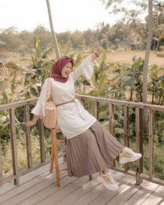 Hijab Fashion 512566001343497826 - Source by dorhminajwa Modern Hijab Fashion, Hijab Fashion Inspiration, Muslim Fashion, Modest Fashion, Fashion Outfits, Casual Hijab Outfit, Hijab Dress, Casual Outfits, Hijab Chic