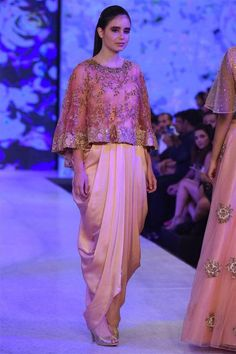 8 Chic Tops to Wear with Dhoti Pants Tesettür Şalvar Modelleri 2020 Fashion Week 2018, Lakme Fashion Week, Indian Designer Outfits, Designer Dresses, Stylish Kurtis Design, Stylish Dresses, Fashion Dresses, Fashion Show Party, Indian Gowns Dresses