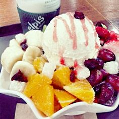 patbingsu in this cold is so delisious ^^ try it^^ Korean Ice Cream, Patbingsu, Korean Shoes, Korean Dessert, Asian Desserts, Korean Food, Menu, Kimchi, Cold