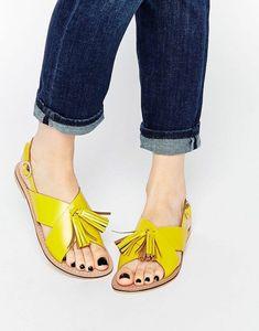 sandales pour femme en jaune tonique avec des pompons talons plats chic de ville