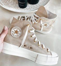 Mode Converse, Sneakers Fashion, Fashion Shoes, Swag Shoes, Nike Air Shoes, Sneakers Nike, Aesthetic Shoes, Hype Shoes, Pretty Shoes