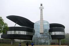 Amazing! The Piano House. Se encuentra en China y se construyó con la idea de atraer al turismo. El sitio ideal para los amantes de la mú...