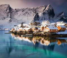 #sakrisøy #lofoten #fishingvillage #norway #norwegian #arctic #arcticcircle #house #architecture #snow #amazingearth #instagood #photooftheday #abstract #island #beach #ice #leknes #reine #hamnøy #mountain #reine