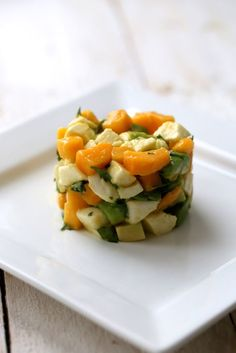 Tartare très frais : mangue /avocat/mozzarella/ coriandre   On dine chez Nanou
