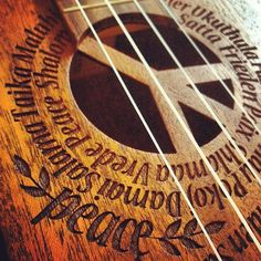 Peace inspired carved guitar<<<<<< that's a ukulele not a guitar 😂 Peace On Earth, World Peace, Hippie Love, Hippie Style, Hippie Music, Hippie Chick, Ukulele, Flower Power, Luna Guitars