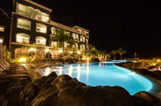 Lopesan Villa del Conde swimming pool at night