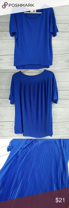 Chico's tunic Chico's royal blue tunic. Beautiful design with pleated set in back - no cling. Not a knit, my favorite fabric - non cling, nice drape rayon. Chico's size 2. Chico's  Tops Tunics