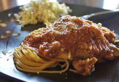 Recipe for Slow Cooker Zucchini and Tomato Pasta Sauce #zucchini #slowcooker #crockpot
