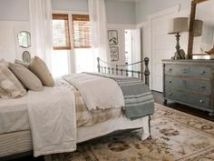 Ben and Erin Napier help a couple of newlyweds, returning home after living in Nashville, bring charm and sparkle back to a 1913 Craftsman.