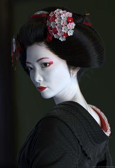 Geisha by stein Geisha Makeup, Geisha Hair, Geisha Japan, Japanese Artwork, Japon Illustration, Aesthetic Japan, Japanese Characters, Japanese Beauty, Japanese Culture