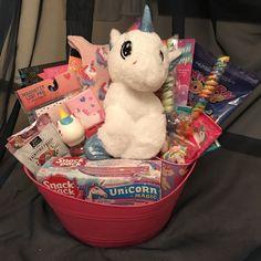 Find Best Gift Fruit filled gift baskets Via the internet. Valentine Gift Baskets, Easter Gift Baskets, Christmas Gift Baskets, Diy Christmas Gifts, Easter Basket Ideas, Christmas Greetings, Girl Gift Baskets, Themed Gift Baskets, Raffle Baskets