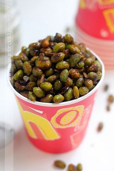 Spicy Roasted Edamame #recipe — a healthy snack with a kick! Easy to make, and only 5 ingredients! #vegan #vegetarian