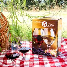 "Grilligraf S.r.l. on Instagram: ""Pic-nic pratico ed ecologico con il #baginbox!🍷 Totalmente riciclabile e realizzato con carta kraft di primissima qualità: il nostro…"" Bag In Box, Box Wine, Alcoholic Drinks, Graphics, Glass, Instagram, Graphic Design, Drinkware, Alcoholic Beverages"