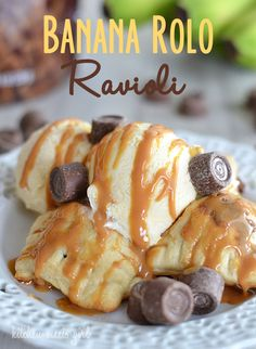 Banana Rolo Ravioli via Kitchen Meets Girl/ - take just five ingredients and are a fun treat for little hands to help put together! Easy Desserts, Delicious Desserts, Dessert Recipes, Yummy Food, Dessert Healthy, Dinner Recipes, Yummy Treats, Sweet Treats, Sweet Tooth