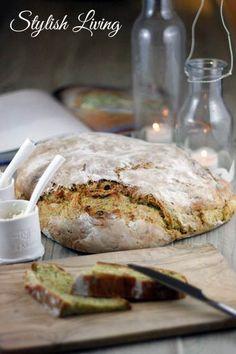 zucchini bread (jamie oliver) (no cheese to make it vegan!zucchini bread (jamie oliver) (no cheese to make it vegan! Baking Muffins, Bread Baking, Vegan Baking, Healthy Baking, Jamie Oliver Zucchini, Bread Recipes, Vegan Recipes, Cheese Bites, Bread Bun