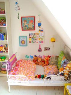 Loving the bright colours, happy vibes = happy children.