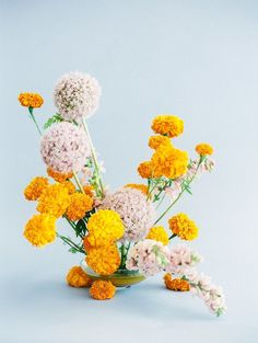 a pretty floral arrangement with large yellow flowers and round light pink flower bundles, Home Flowers, Silk Flowers, Beautiful Flowers, Exotic Flowers, Flower Arrangement Designs, Modern Flower Arrangements, Marigold Wedding, Wedding Flowers, Bride Flowers
