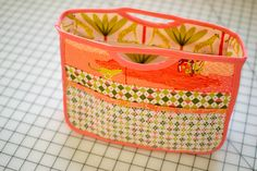 Handy Purse Organizer {free sewing pattern} the tutorial part Bag Patterns To Sew, Sewing Patterns Free, Free Sewing, Sewing Tutorials, Free Pattern, Bag Tutorials, Patchwork Bags, Quilted Bag, Purse Organizer Pattern